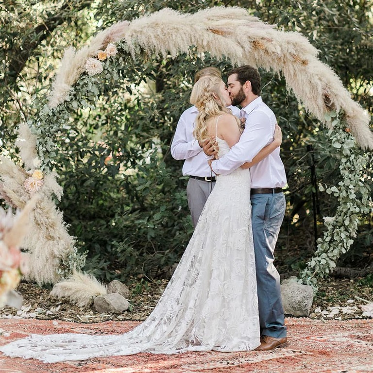 Boho ceremony of your dreams is one of the benefits of eloping